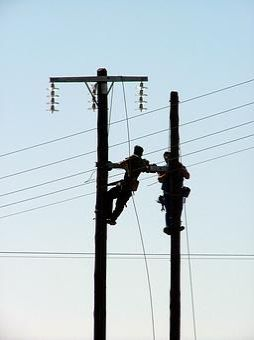 Two workers on two pylons - let's connect!